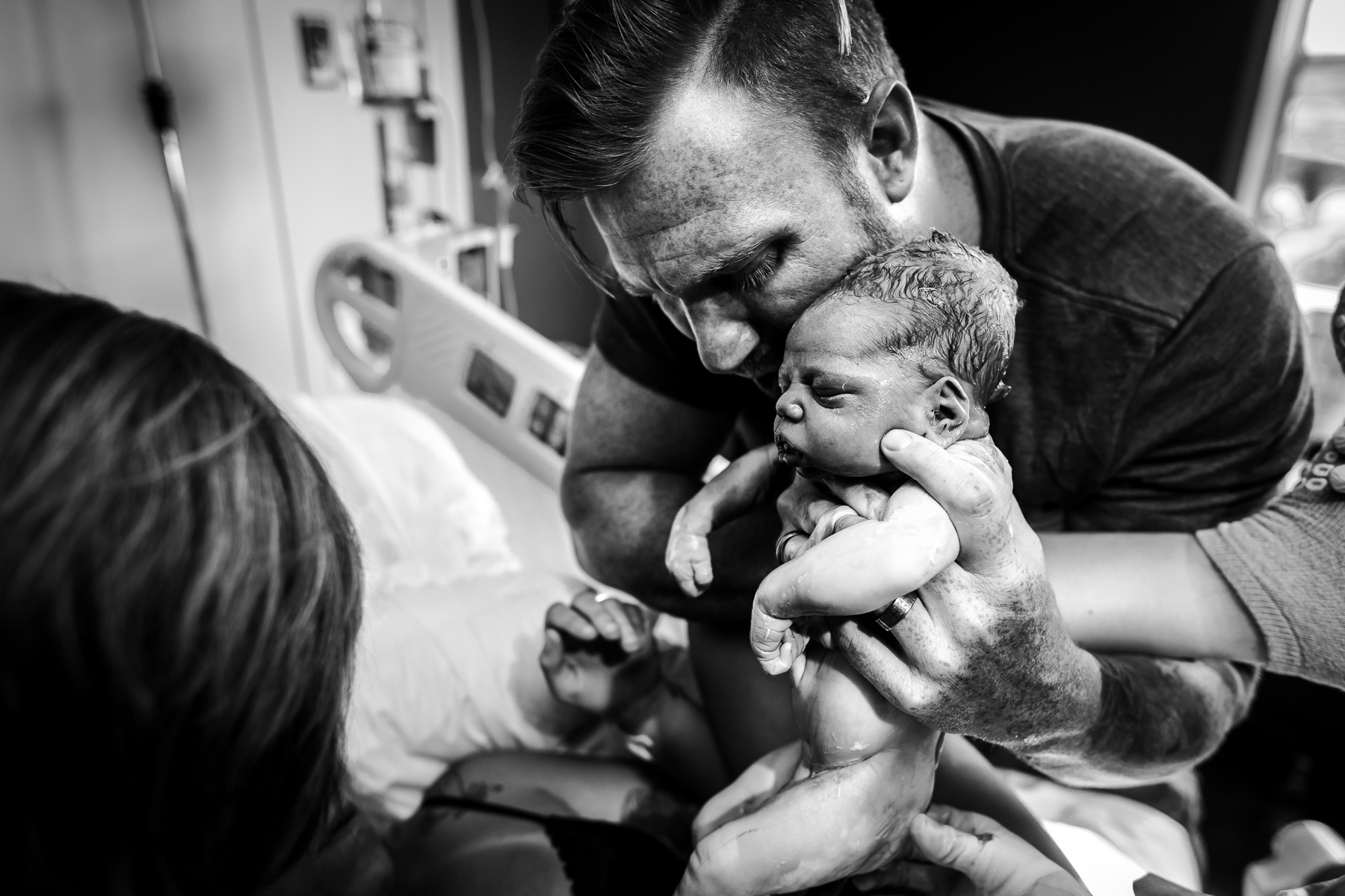 dad-catches-baby-birth-photography