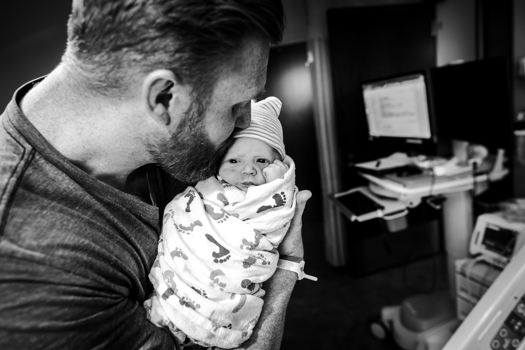 dad-kisses-new-baby