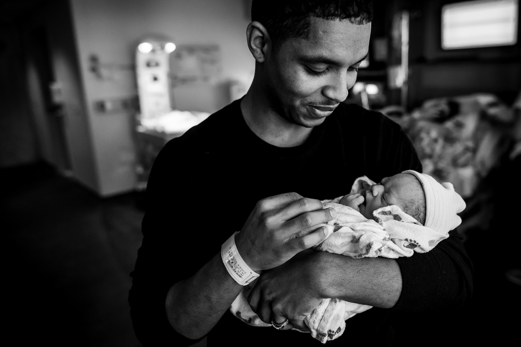 dad-holds-his-daughter-monet-nicole