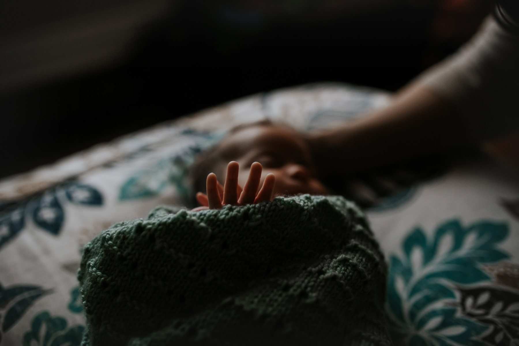 newborn baby fingers