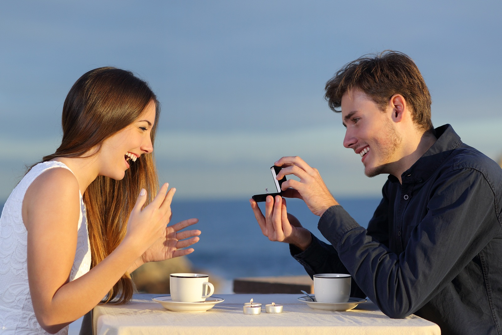 Engagement_Couple-proposal-beach.jpg
