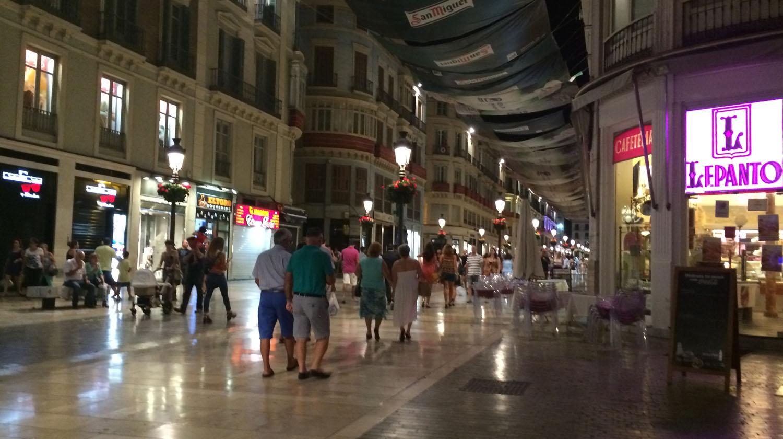 The wonderful pedestrian streets in Málaga at night