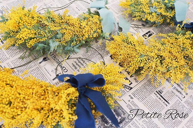 先日の吉祥寺イベントレッスン💐 ・ ミモザの三日月リース🌙 ・ 鮮やかなイエローでふわふわポワンポワンのミモザを、皆さん可愛くリースにしてくださいました✨ ・ この季節ならではのミモザ。やっぱり可愛いですね^ ^ ・ 次回の吉祥寺イベントは4/13(土)です^ ^✨ ・ #flowers #flowershop #flowerschool #flowerstagram #吉祥寺 #吉祥寺フラワー #吉祥寺フラワーアレンジメント #吉祥寺フラワーレッスン #フラワーレッスン #フラワー #フラワーアレンジ #フラワーアレンジメント #吉祥寺大好き #花のある暮らし#花教室 #吉祥寺花教室 #petiterose #ワークショップ #習い事 #かわいい #オシャレ #ミモザ #リース #三日月リース