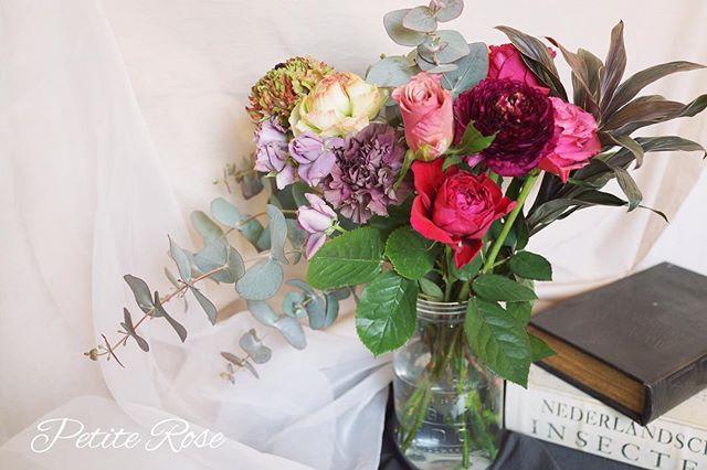 💐次回の吉祥寺レッスンのお知らせです^ ^ ・ 4/13(土) 10:15〜12:00頃 吉祥寺南町コミュニティセンター 材料費+レッスン料  5,500円 ・ 【投げ入れで飾ったお花をブーケにしてドライフラワーに💐】 ・ ローズやユーカリなど、ドライフラワーにもなるお花を数種類みなさまに選んでいただき、ご用意した花器に投げ入れで飾っていただきます♪ ・ 花器に飾ったお花は束ねてお持ち帰りいただき、そのまま花瓶などに飾ったあとは、吊るしてドライフラワーに💐 生花とドライフラワーと両方楽しんでいただけます^ ^💕 ・ ☆投げ入れの練習に使った花器もお持ち帰りいただけます^ ^ ・ ★お写真はイメージです。 お花や材料は、仕入れ時の状況によって変更になります。(特にお花は季節によって変わってしまいますので、まったく同じ花材をご用意できないことをご了承くださいませ(*^^*)) ・ お問い合わせ、詳細はダイレクトメッセージ、またはcontact@flowertherapy.jpまでお願いします^ ^ ✴︎ #flowers #flowershop #flowerschool #flowerstagram #吉祥寺 #吉祥寺フラワー #吉祥寺フラワーアレンジメント #吉祥寺フラワーレッスン #フラワーレッスン #フラワー #フラワーアレンジ #フラワーアレンジメント #吉祥寺大好き #花のある暮らし#花教室 #吉祥寺花教室 #petiterose #ワークショップ #習い事 #かわいい #オシャレ #投げ入れ #ブーケ #ドライフラワー