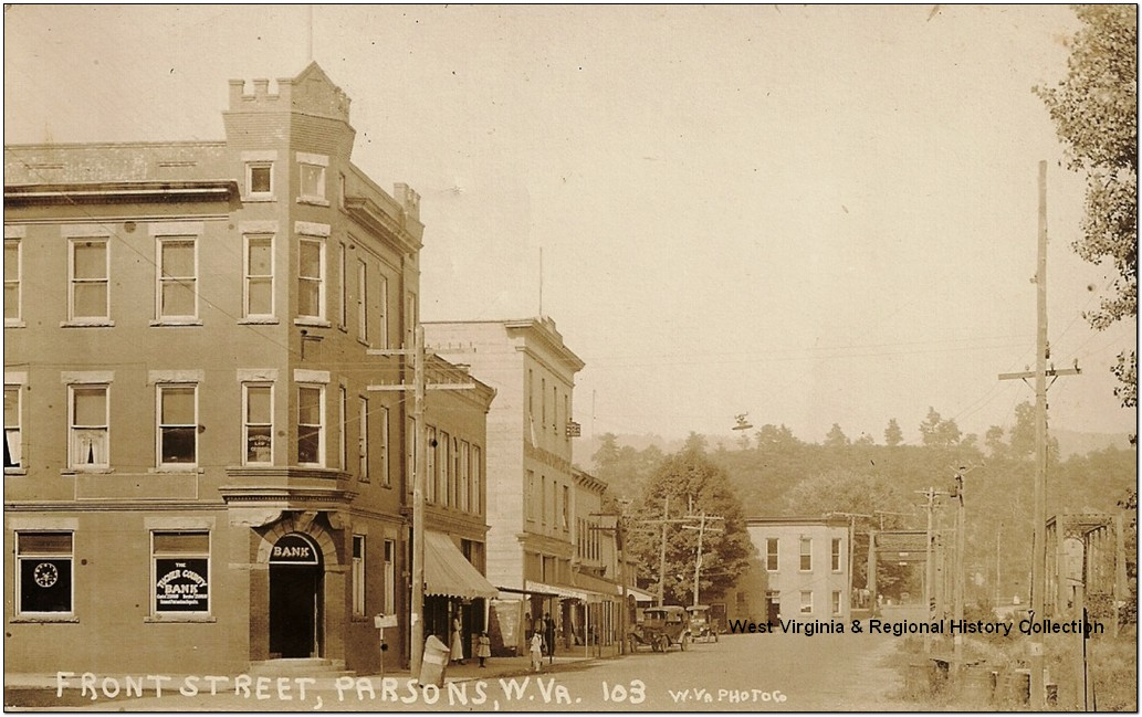 Front Street in 1911. The Tucker County Bank Building is at the left. West Virginia and Regional History Collection, West Virginia University Libraries.