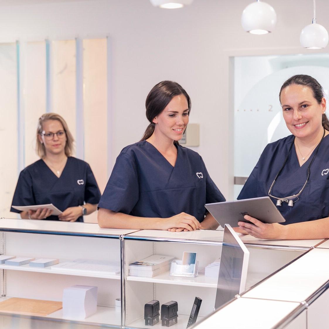 Zahnarzt-Praxis-Doerthe-Fischer-Wuerzburg-moderne-zahnheilkunde-aesthetik-ganzheitlich-gesund-lachen-0844-2.jpg