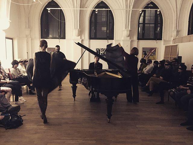 PERFUME CONCERT: Brahms, Ravel, and Wagner, realised through #piano, #poetry, #perfume, and #dance. Pictured here the dance of the Ondine. «.....je croyais entendre, Une vague harmonie enchanter mon sommeil, Et près de moi s'épandre un murmure pareil, Aux chants entrecoupés d'une voix triste et tendre.»  #crossmodalism #concert #berlin #performance #music #classical #the100project 98/100