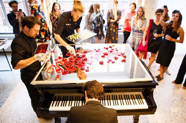 Food Canvas Performance • • Photography by #TOA Stephan Wieland • • #toa18 #piano #music #berlin #concert #crossmodalism #xm #food #painting @barkinkitchen @toaberlin  @fvonf