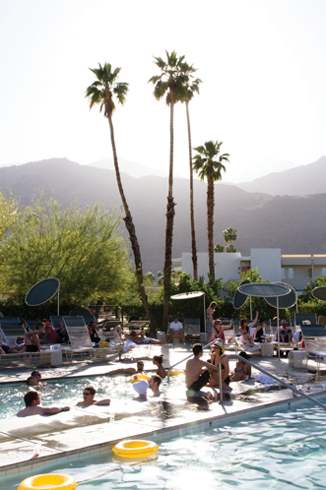 PSP-HOME_pool_four_palm_trees_in_the_middle_20130719_1613.png.jpeg