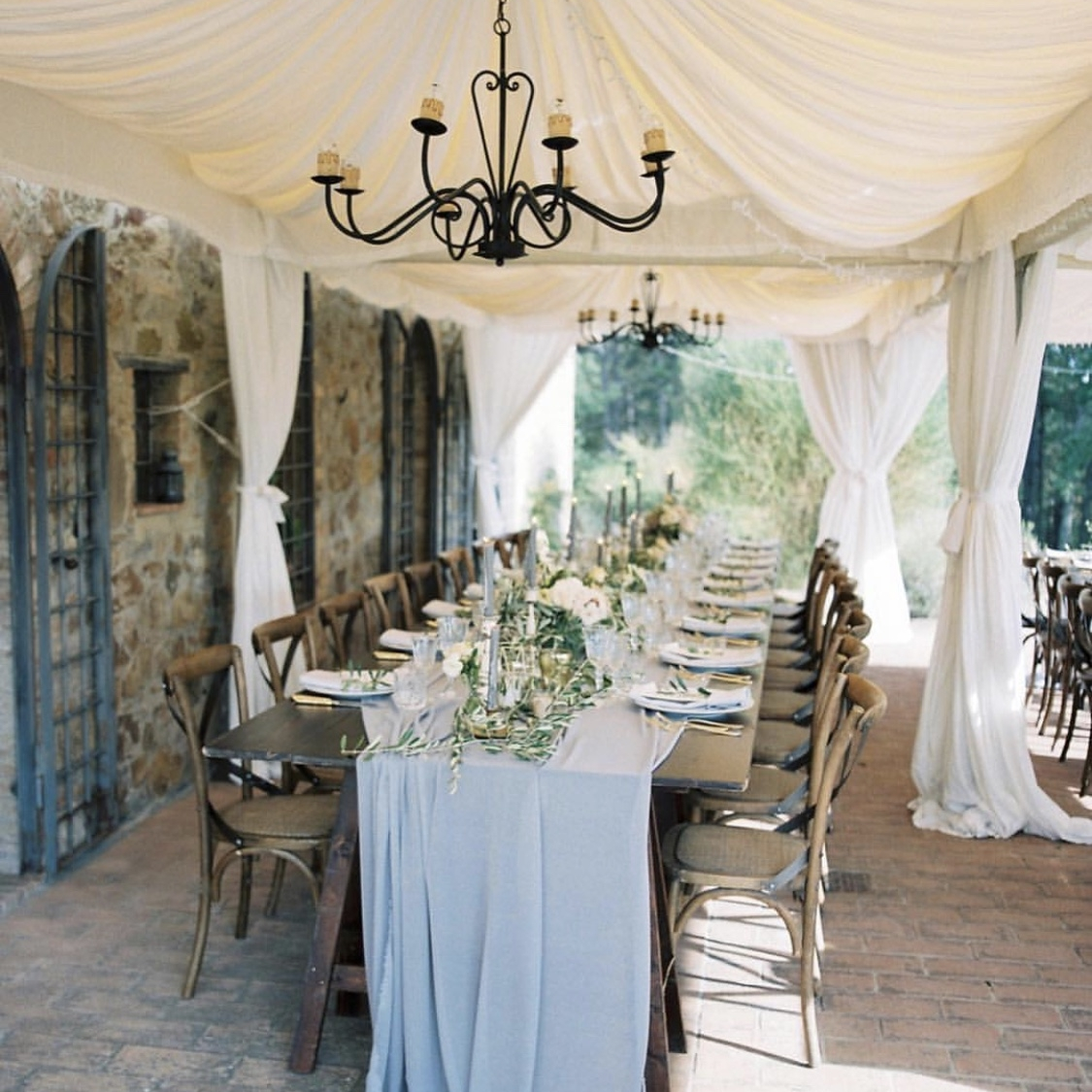 Designed by   Chechic!Weddings  , Floral by   Janna Brown Design  , Photo by   Katie Grant