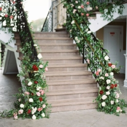 Design by   Sebesta Floral & Event Design  , Photo by   Katie Ignatowski