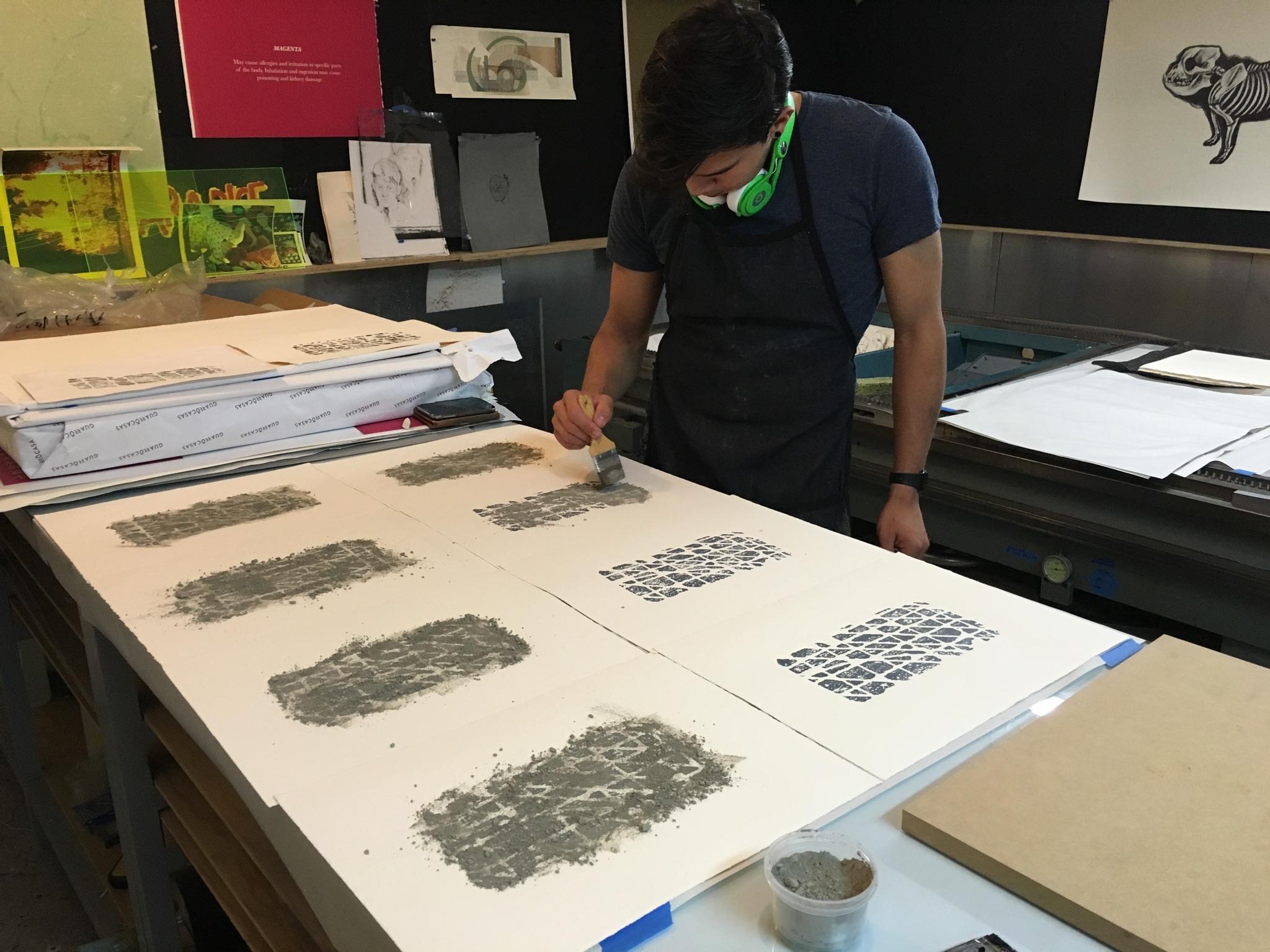 Rodolfo Díaz Cervantes Relieve, tinta y cemento en polvo sobre papel