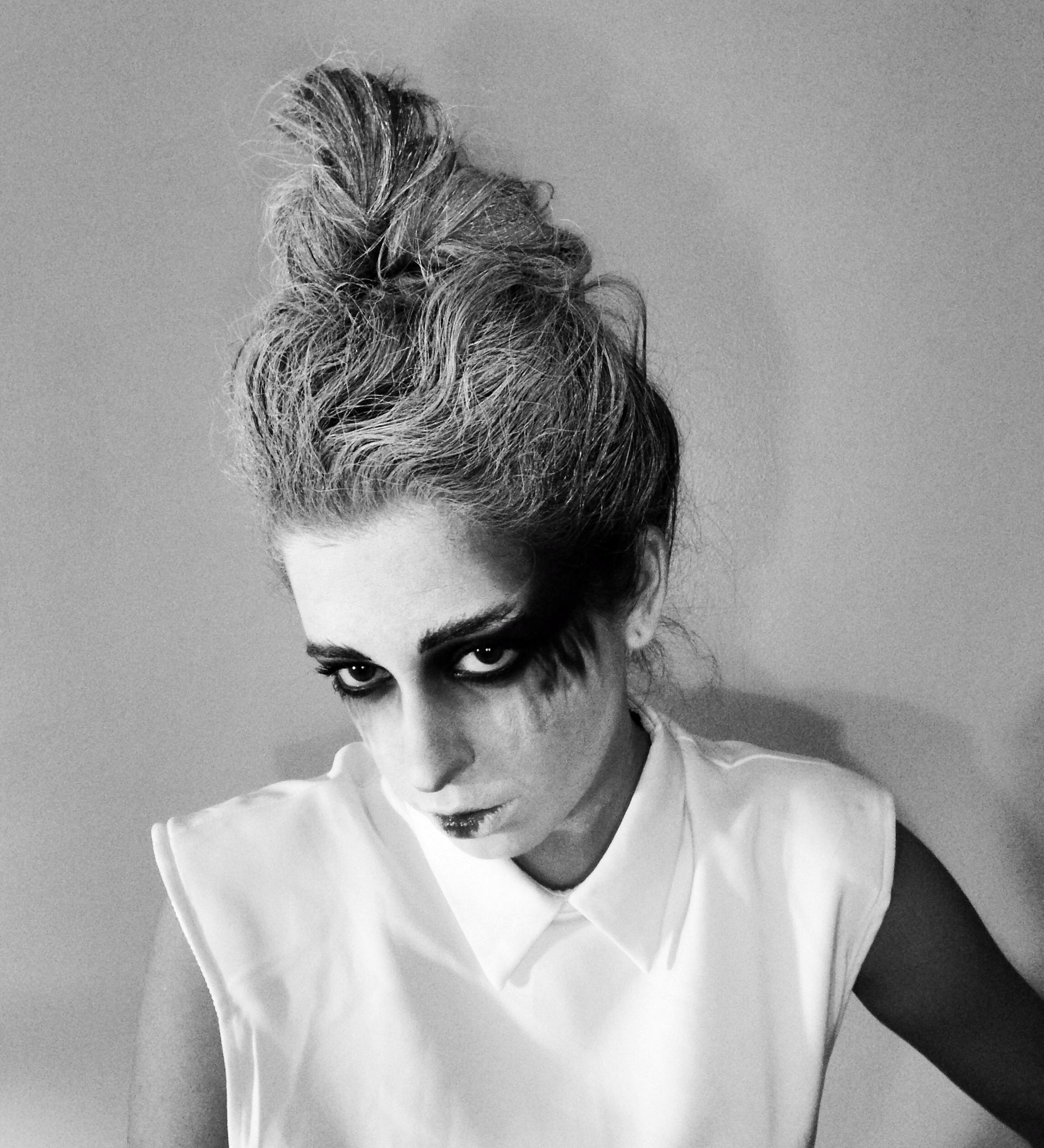 halloween-diy-makeup-ghost-art-zombie-editorial-fashion-fun-mua-sfx-glam-gore-wow-costume-cosplay-wig-facepaint-blog.JPG
