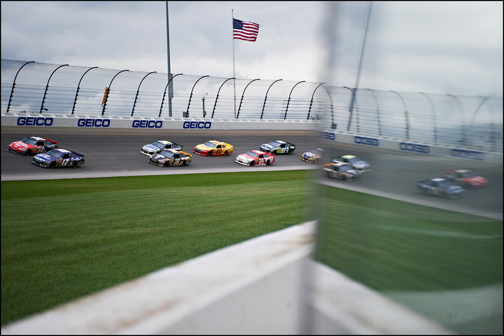 Cars in the field race around turn four during the Geico 400 on Monday, September 19, 2011 at the Chicagoland Speedway in Joliet.   Brian Powers~Sun-Times Media