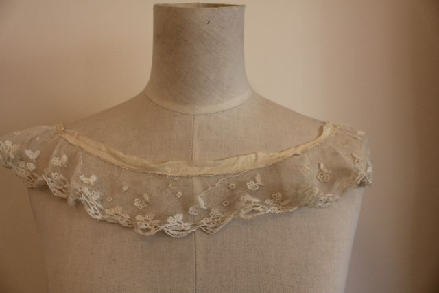 Pearl Button net lace collar