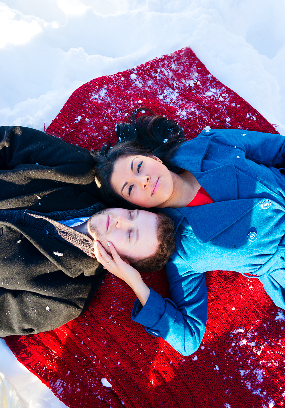 Snowy engagement session at Woodlawn Manor