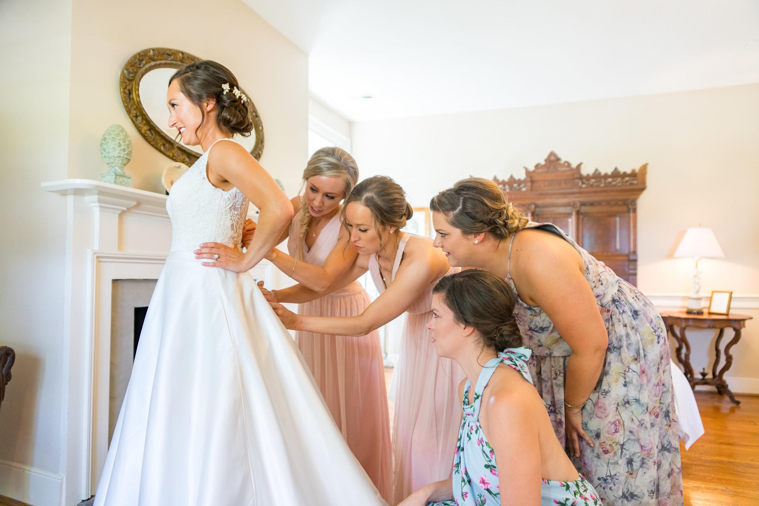 Bridesmaids and bride getting ready at Springfield Manor
