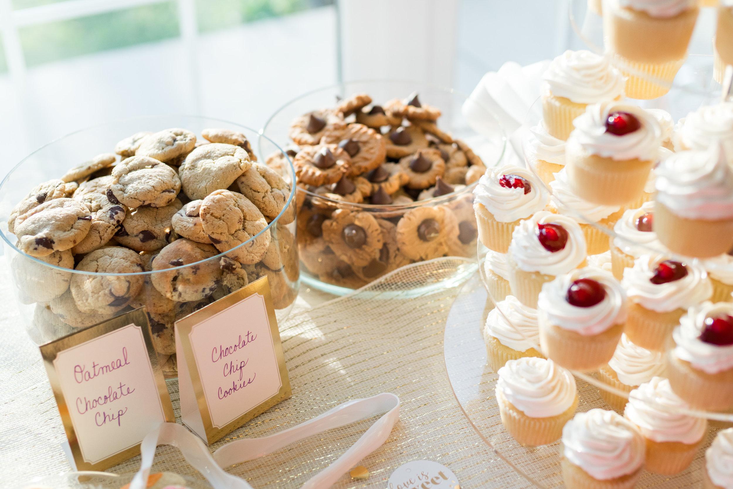 Wedding cupcake tower at Springfield Manor in Maryland