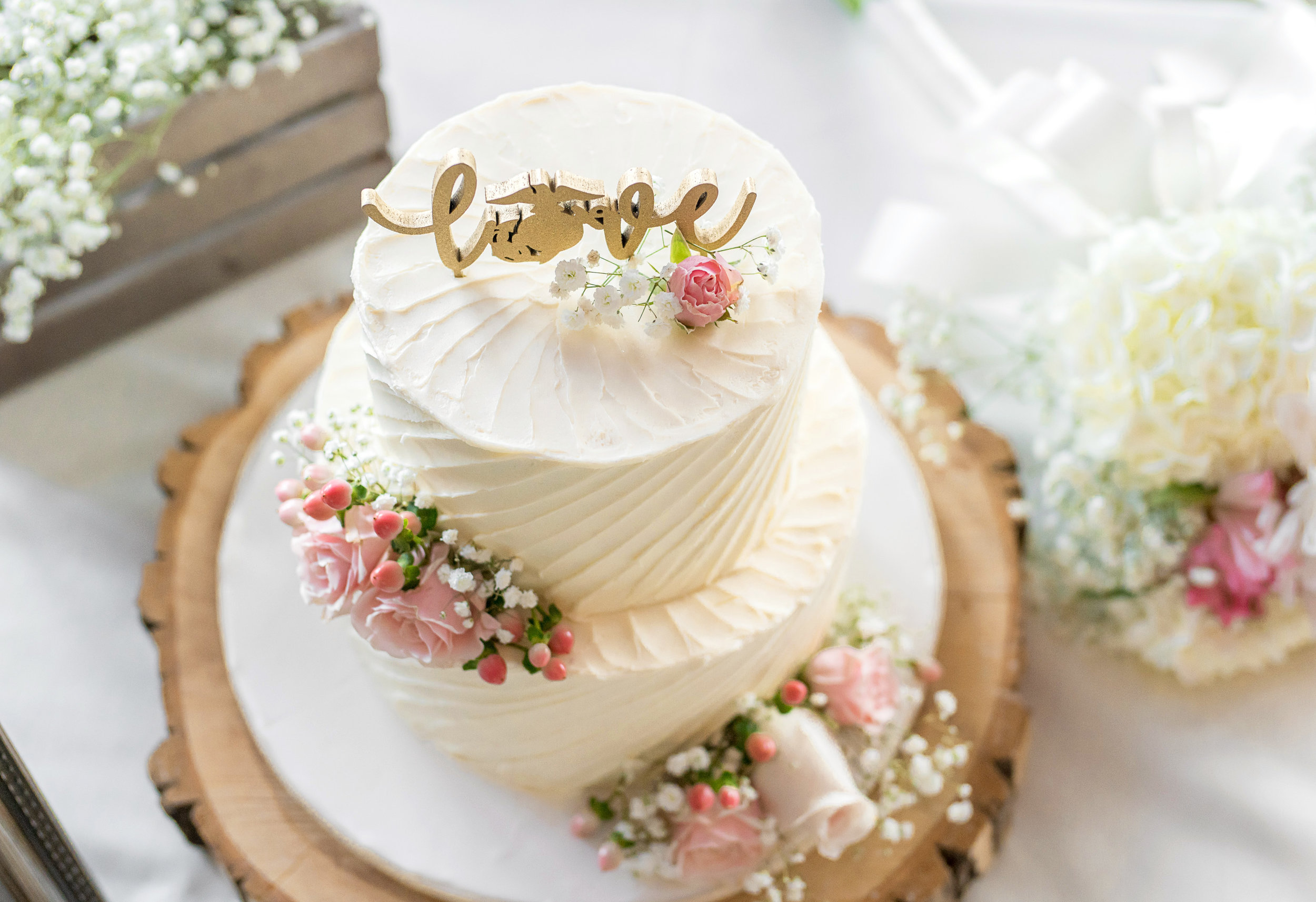 Beautiful classic white wedding cake by Gateau
