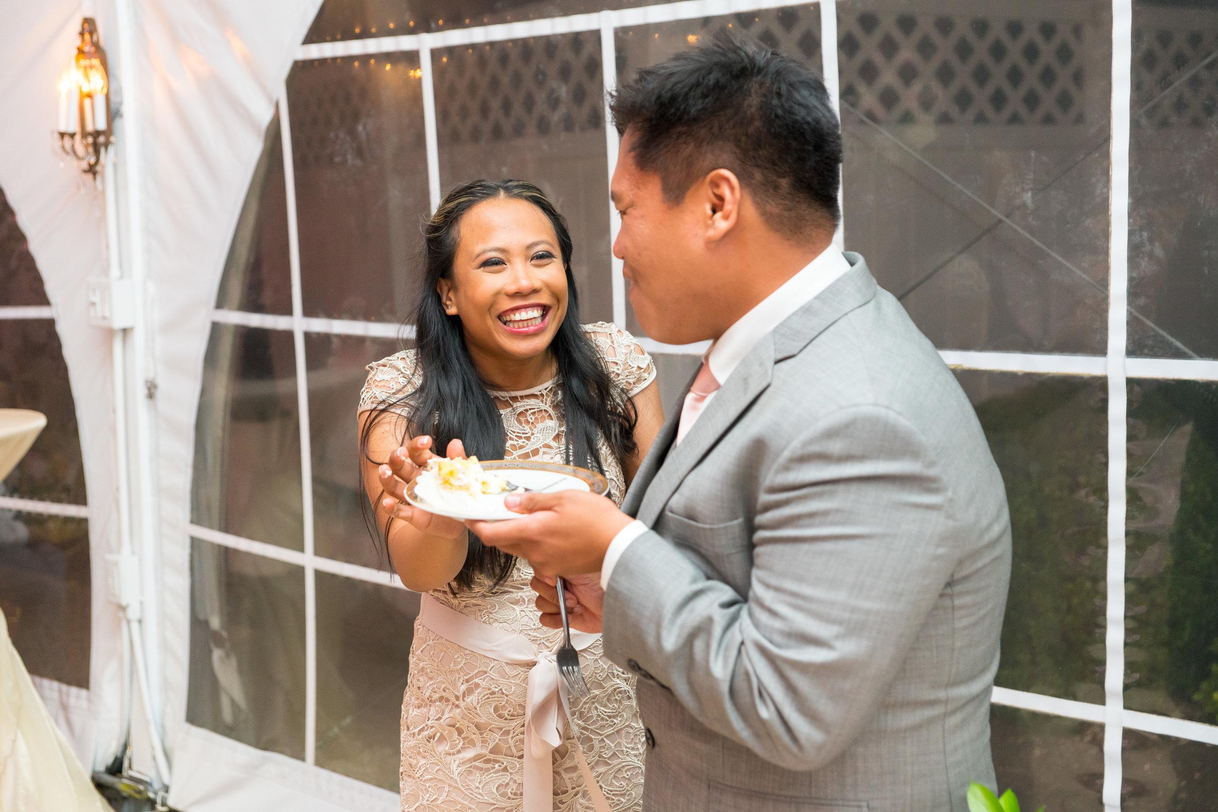 Cake cutting at maryland wedding photos