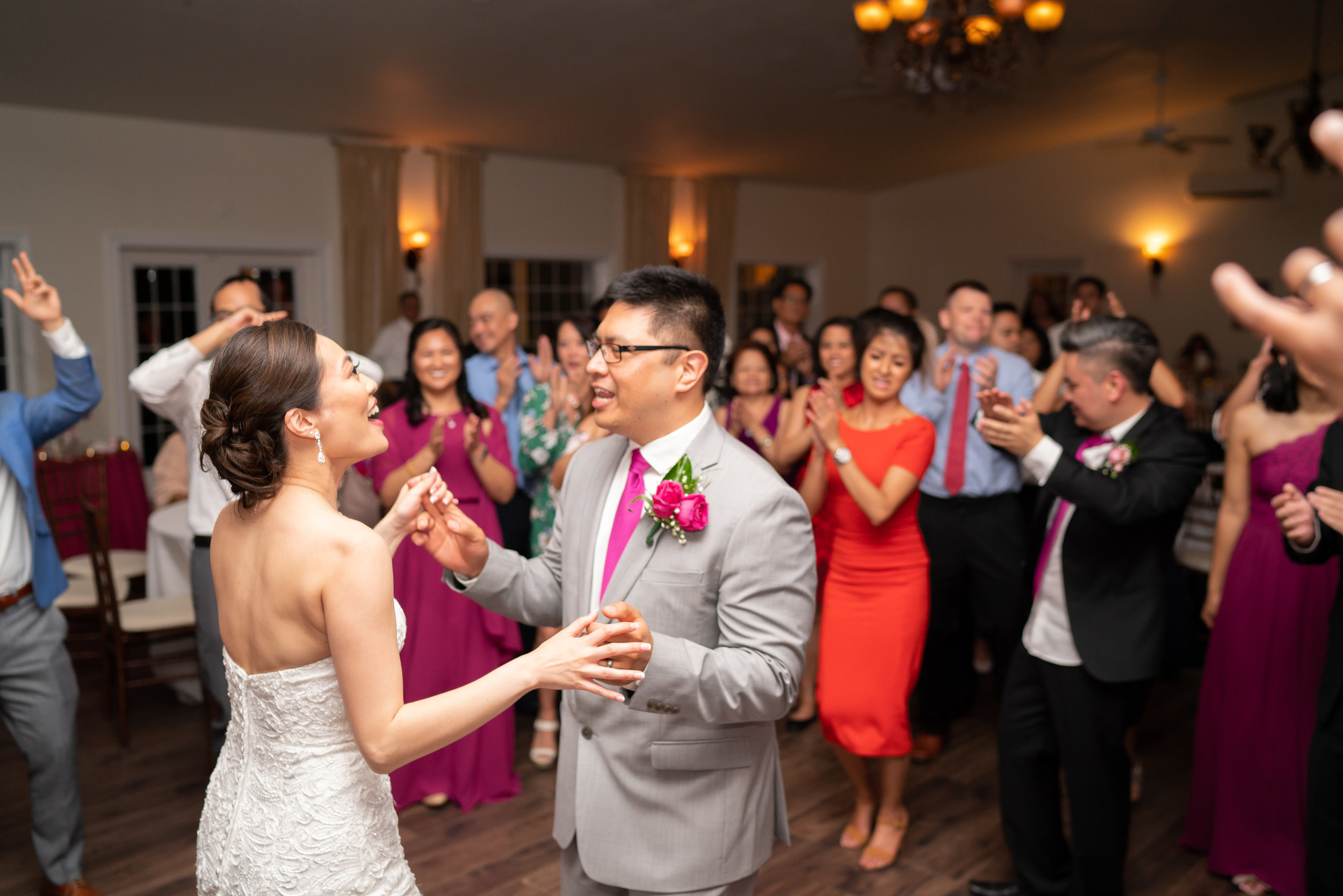 Last dance of the night with bride and groom in the middle of the dance floor