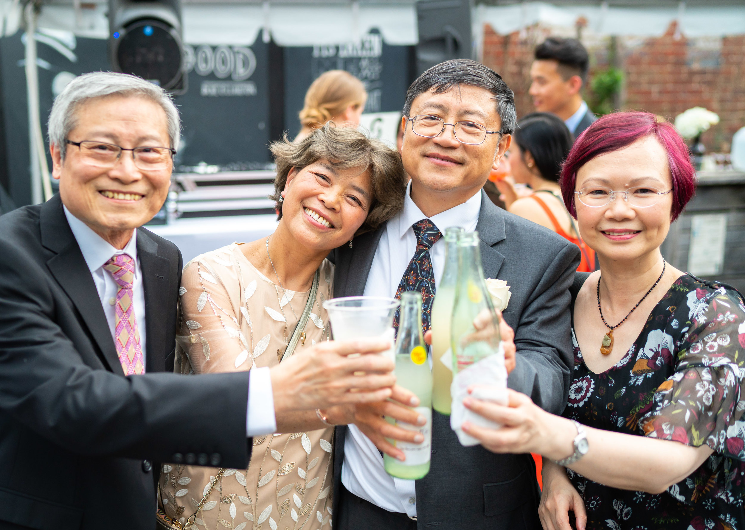 Gallery OonH wedding guests enjoying drinks during cocktail hour