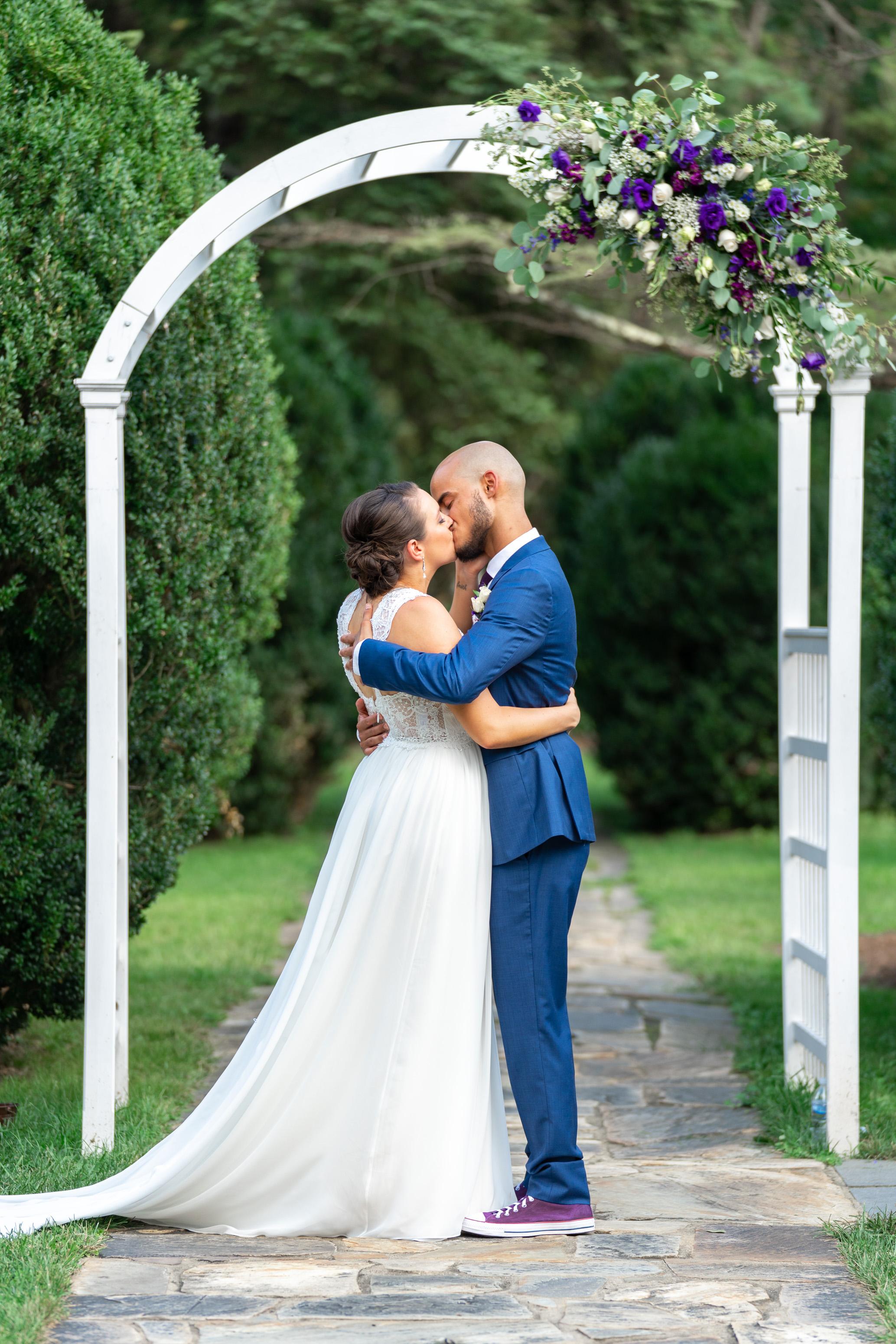 wedding-at-rust-manor-house-garden-jessica-nazarova
