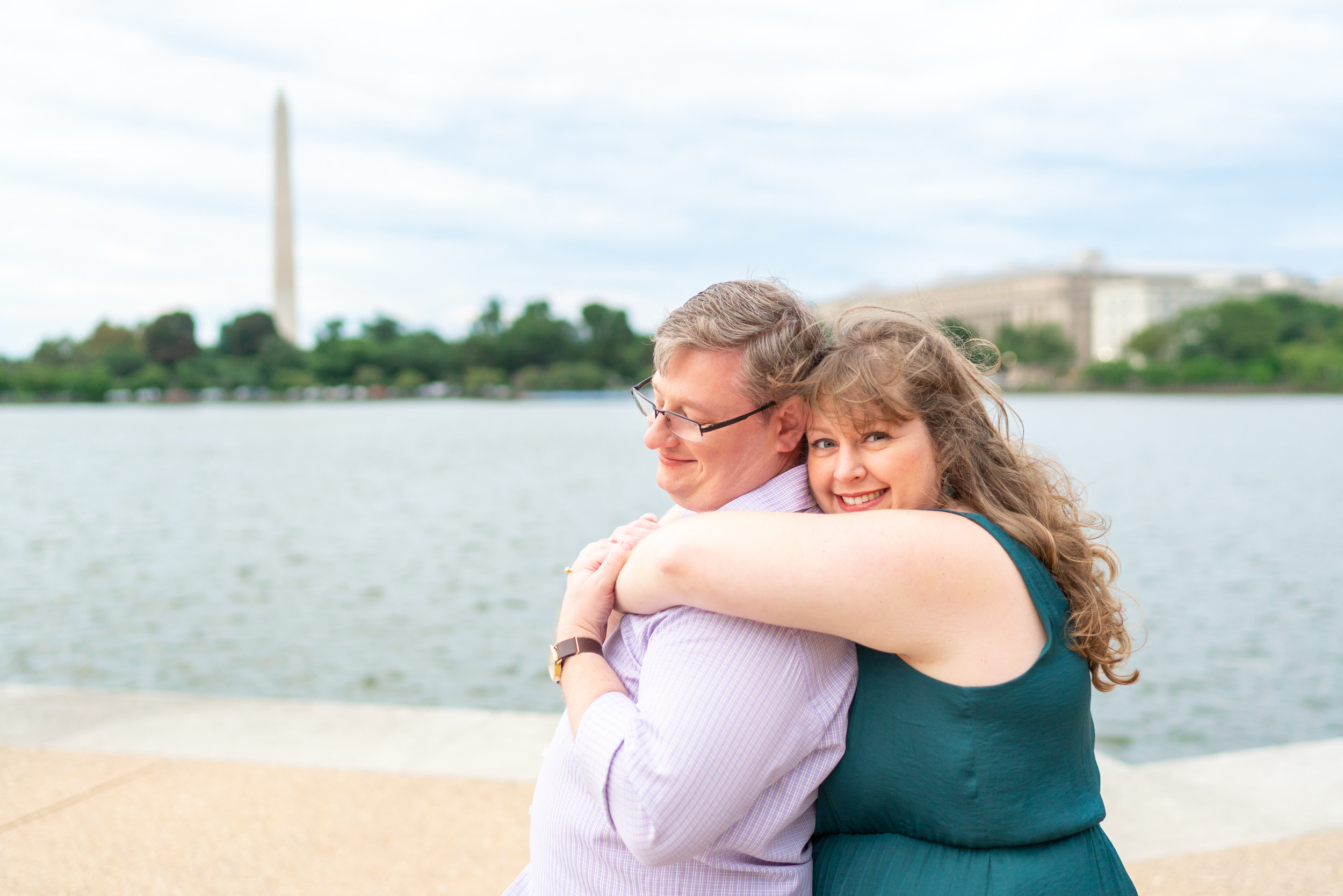 Engagement photos at the foot of the Jefferson memorial