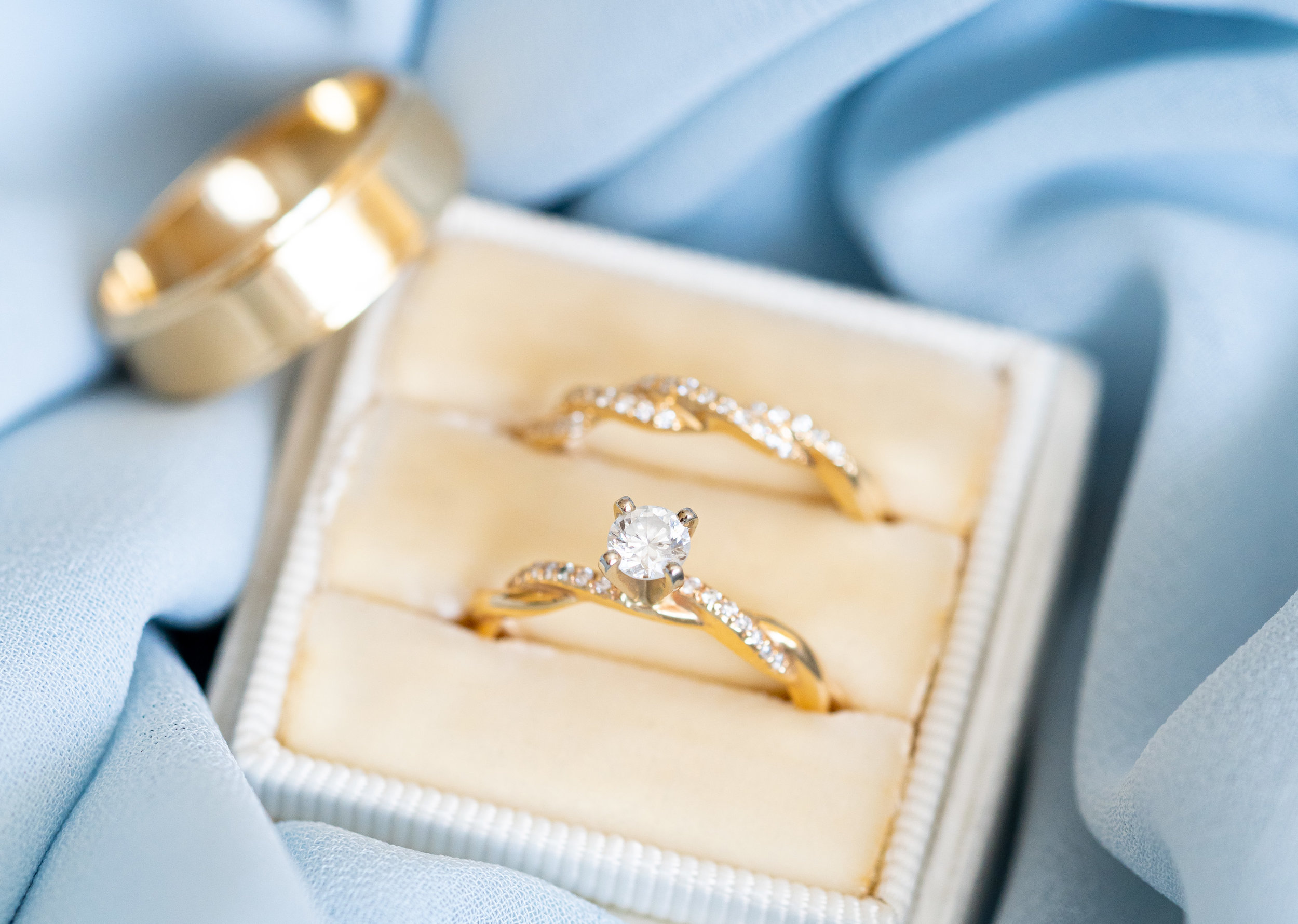 Everett jewelers wedding rings and ivory Margaery Mrs box