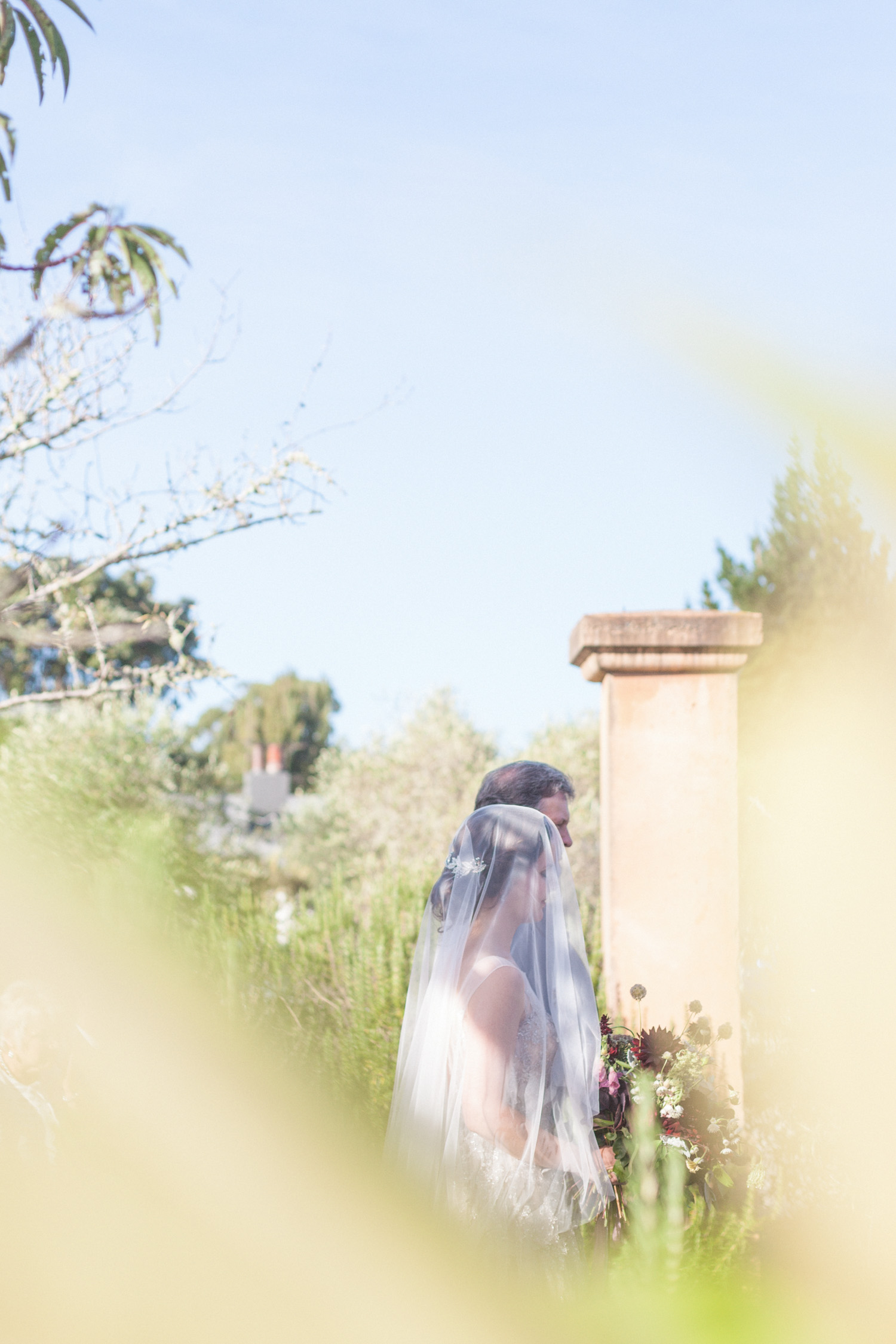 Bride wearing a gorgeous wedding veil