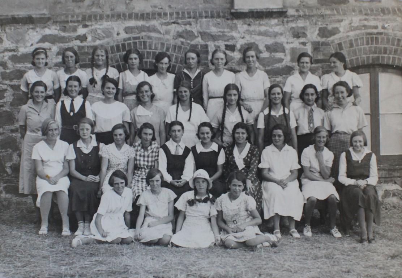 1934 girls (Medium).jpg