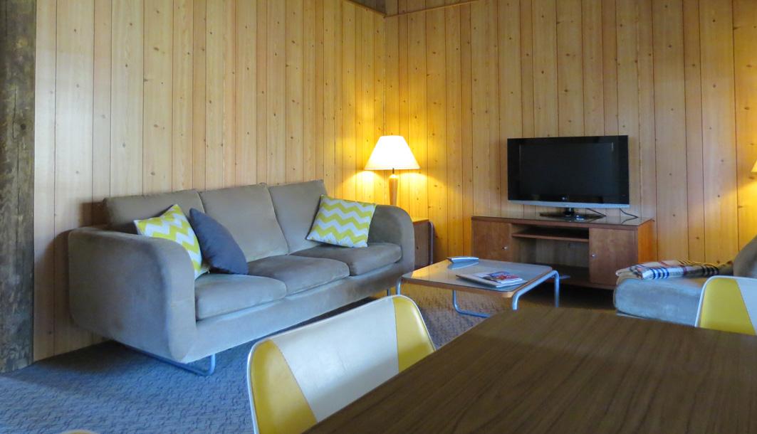 Lounge_yellow.jpg