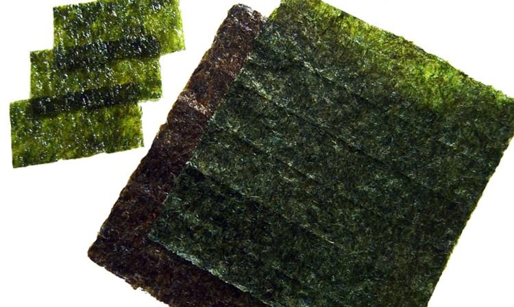 Nori - det japanska sjögräset som inte bara är gott till riset utan också fungerar som en riktig dundermedicin, smockfull som det är av nyttiga näringsämnen, vitaminer och mineraler.