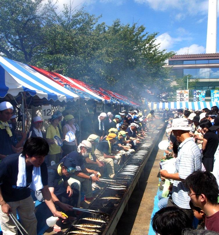 Du måste passa på att besöka en japansk festival om du kan tajma in din resa.. Stor folkfest utan huliganer.. Bara trevligt och gott (fast lite för mycket folk ibland).  Foto:  Junko Matsuo på Flickr.