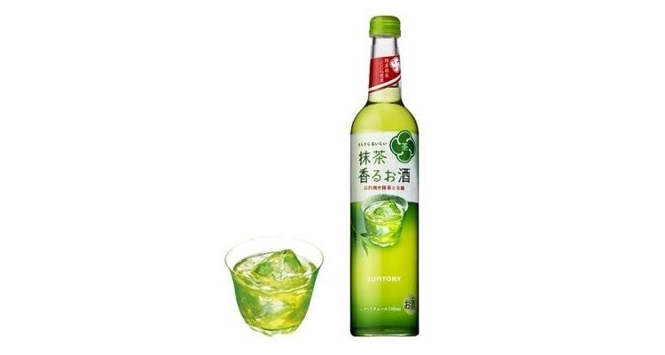 """Suntory släpper inom kort en """"grogg på flaska"""" med japansk vodka och grönt te. Blandningen är populär sedan länge på landets alla izakaya."""