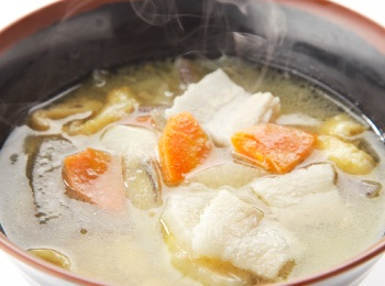 Tonjiru  - misosoppa med fläskkött och rotsaker.