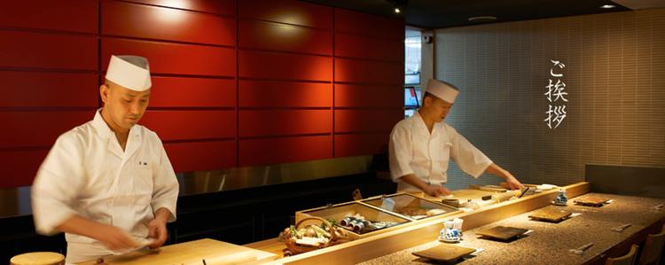 En klassisk sushikrog i Edo-mae-stil som inte hunnit bli världskänd. Mycket prisvärd.
