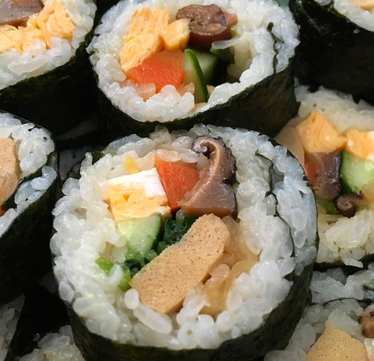 Futomaki - tjockrulle - med nästan enbart vegetariskt innehåll.. Enkel men mycket god mat.