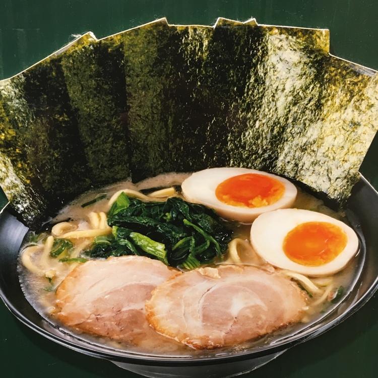 Tonkotsu ramen (en buljong med fläskben som största ingrediens) från ett lokalt hak runt hörnet från JGGs kontor. Mycket och gott för ca 70 kr..