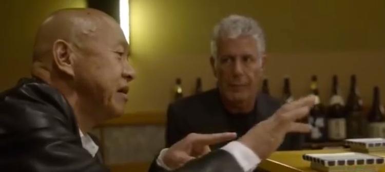 Trestjärnig sushikock guidar Anthony Bourdain i Japan - ser gott ut hela vägen.