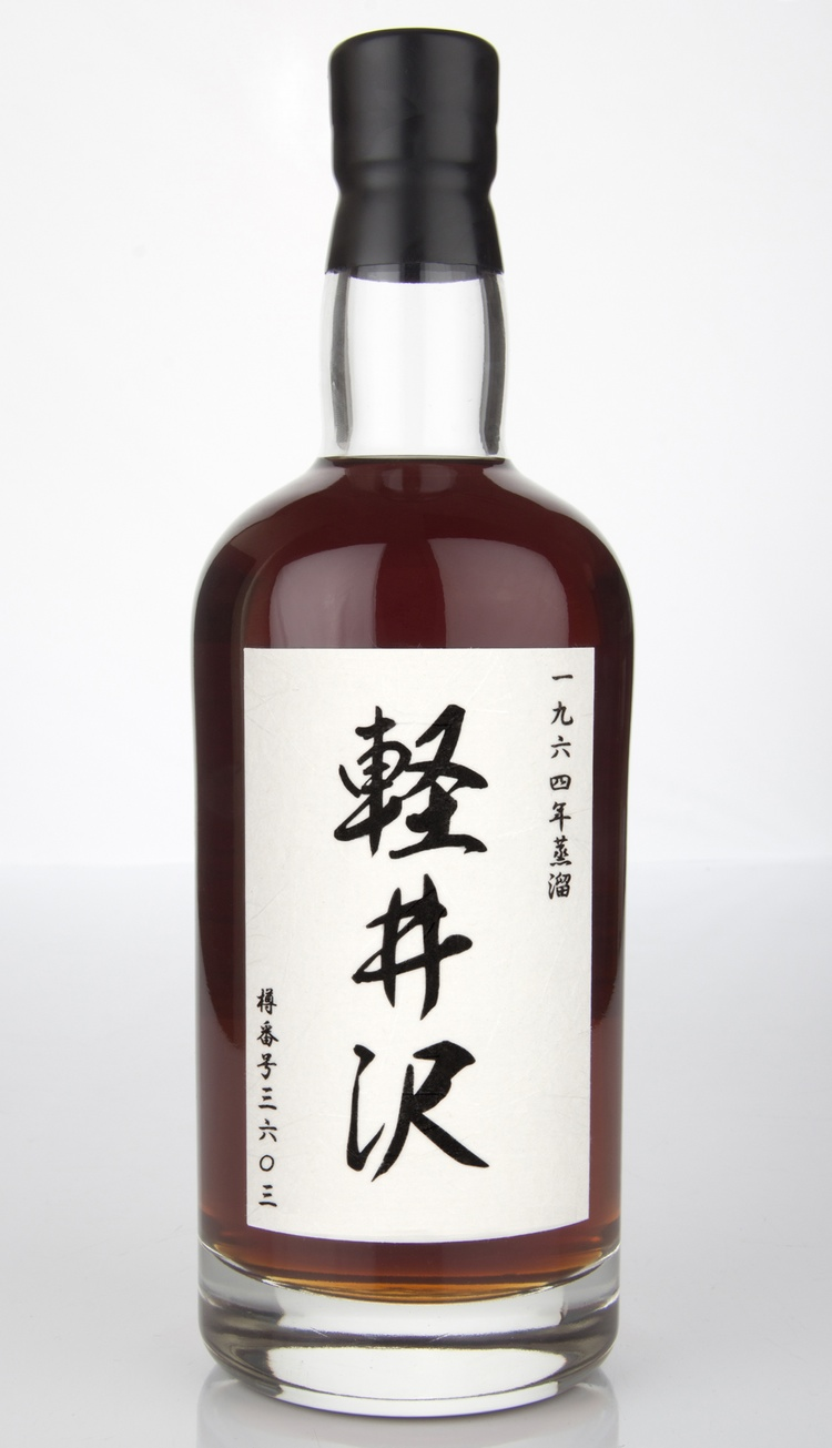 Japansk whiskys heliga graal.. Karuizawa Single Malt från det sedan länge nedlagda destilleriet med samma namn. Denna flaska från en tunna som legat och vilat sedan 1964 (tappad på flaska 2012). Vilken färg!
