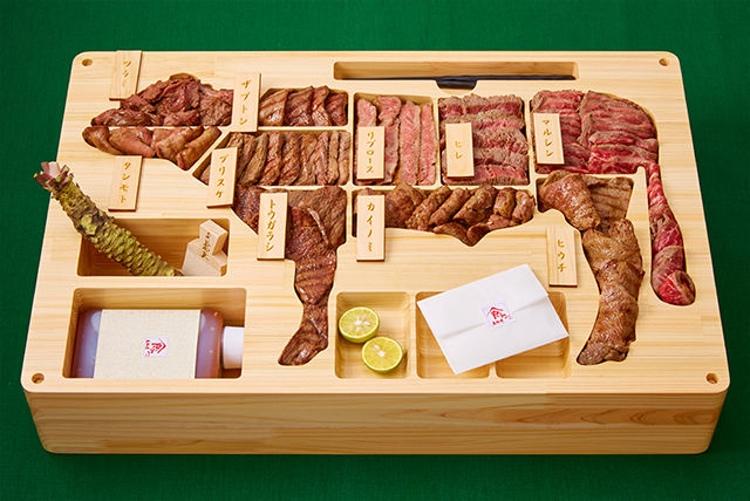 4 kg wagyu-kött från Tottori i rejäl trälåda för en bit över 20 lax..  Foto: Gochikuru
