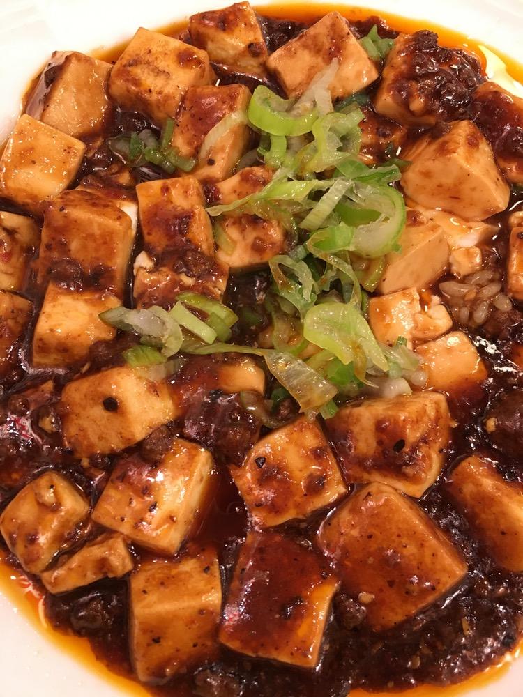 Tofu och kinesisk köttfärssås på risbädd - Mabo-dofu (maabåå-dååfu)…