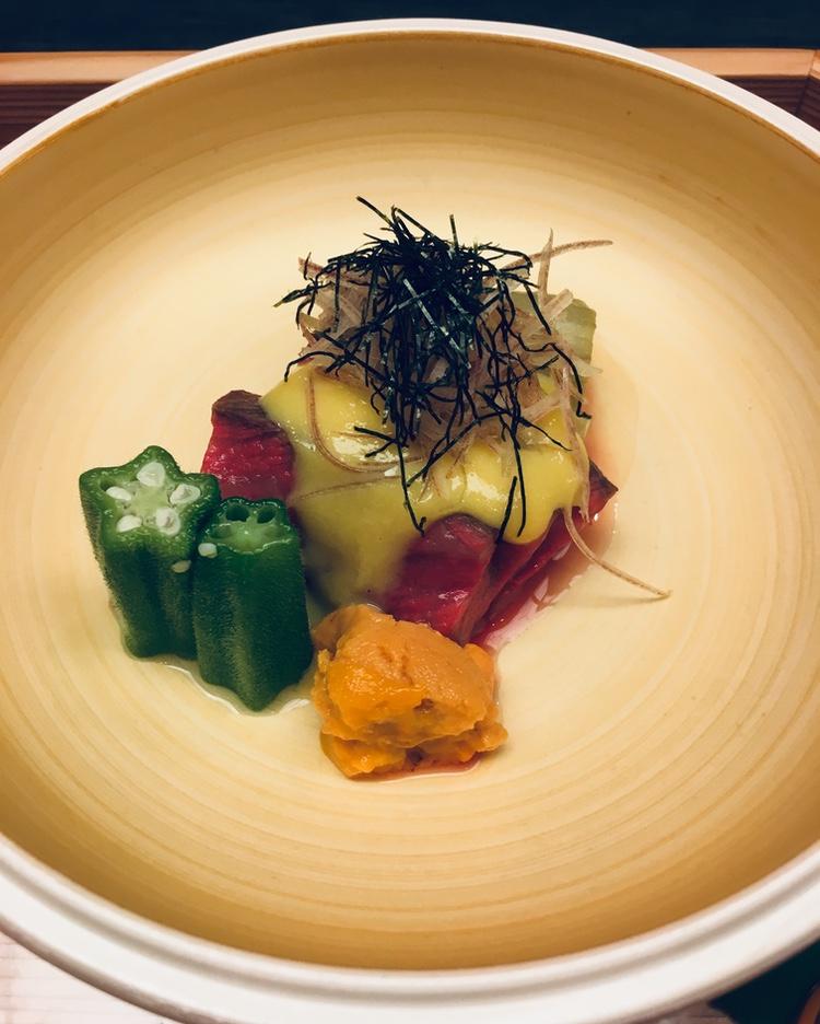 Uni  - sjöborre - längst fram, sedan okra,  bizen wagyu , endast lätt halstrad, aubergine och en misosås med japansk senap -  karashi .