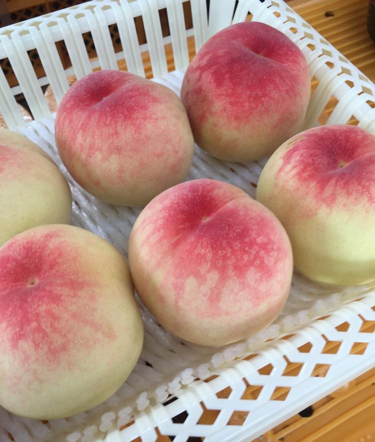 Sötare kan man nästan inte vara.. Persikor från Okayama.