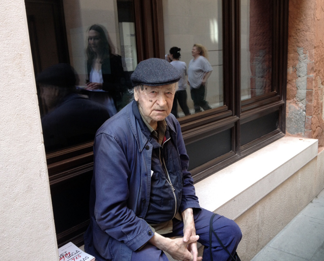 Jonas Mekas outside Spazio Ridotto, Venice. Photo: Nina Strand