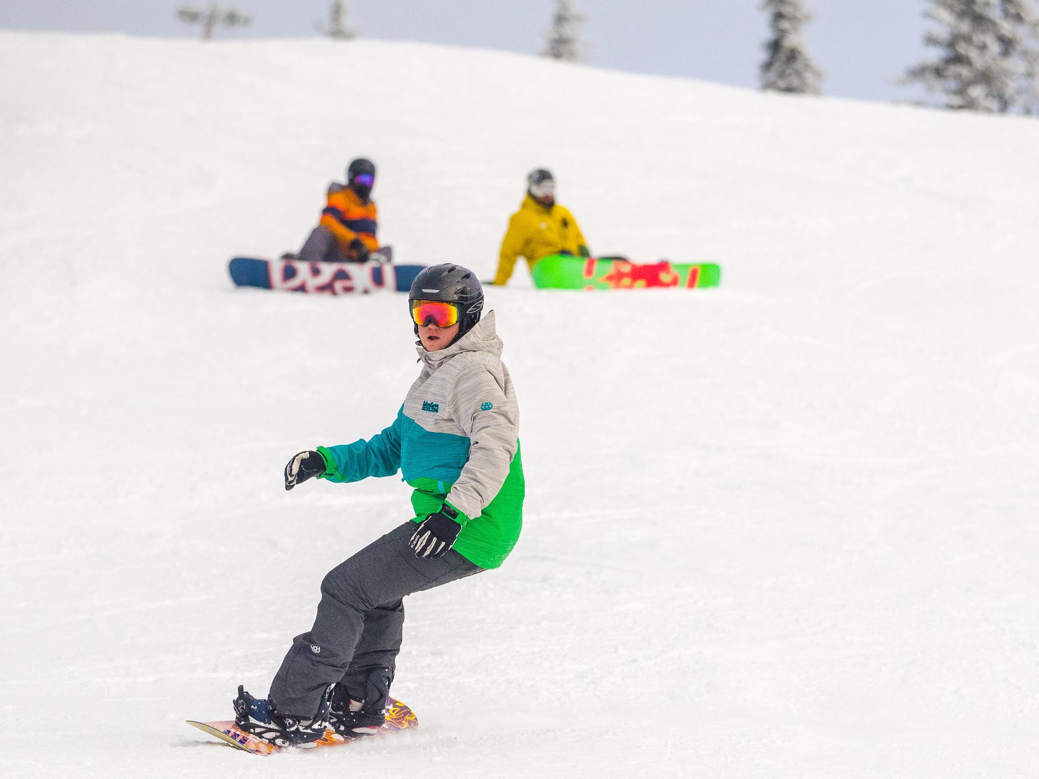 Snowboardinbg-RIDGE-Mountain-Academy-1.jpg