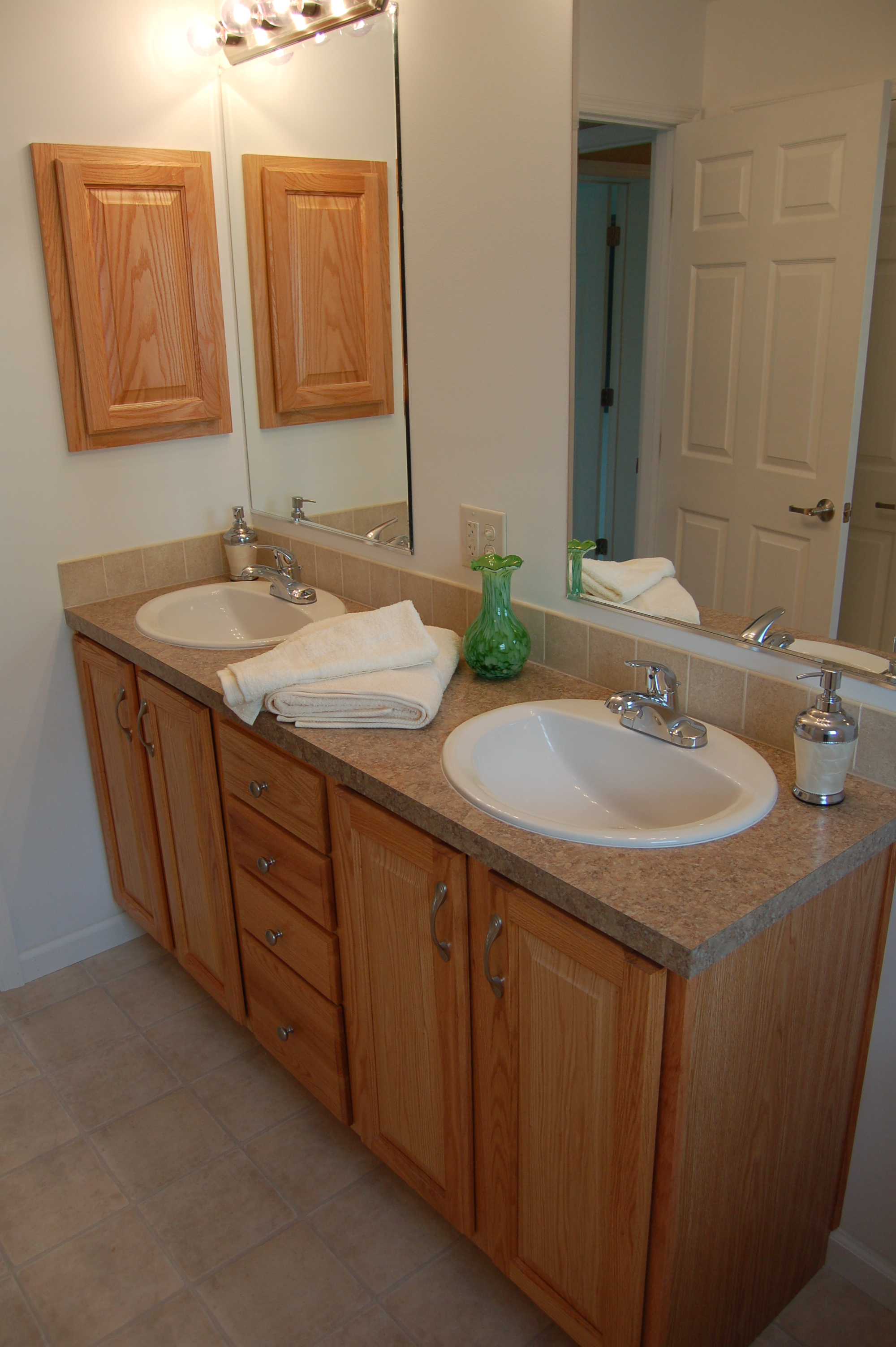 Master Bath w/Double Vanity (Natural Oak Cabinetry)