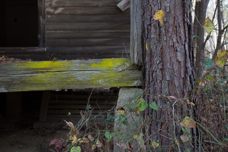 abandoned house-201412030607.jpg
