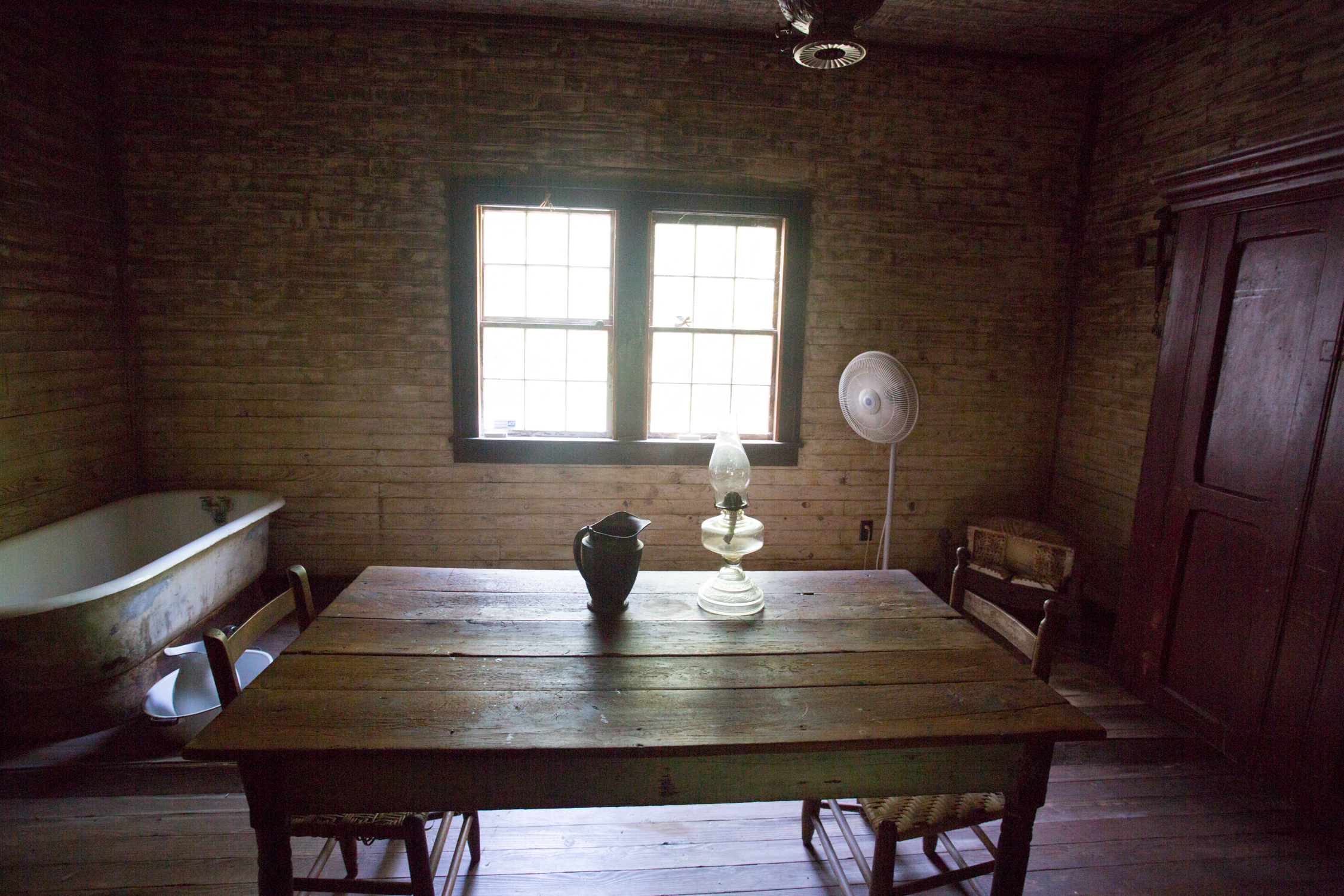 devils pond house_middle room .jpg
